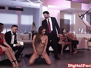 Bdsm Amateur Visiting Fetish Club