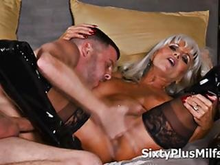 Horny Dude Smashed A Sexy Mature Whore