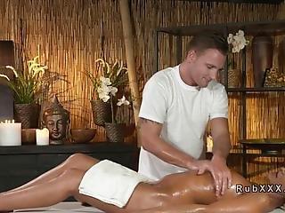 avsugning, brunett, fitta, knullar, hårdporr, massage, inoljad, oralt, gnuggar, sex, solad, handduk