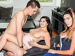 Hitzefrei Two Strangers Hook Up For A One Night Stand