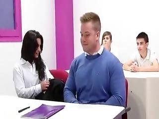 Ainara, Jordi And Friends Learn English At The Fakings' Scho