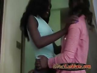 africaans, kont, chick, dikke kont, rondbostig, mollig, vingeren, lesbisch, poes, geschoren, Tiener