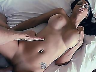 chick, dikke tiet, auto, donker, donkere haar, neuken, hardcore, hotel, latina, orgasme, doorboord, porno ster, pov, poes, geschoren