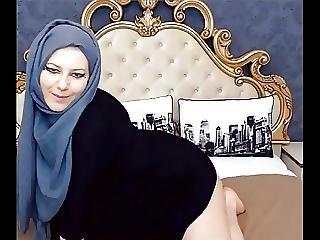 Teaser Thick Girl With Hijab Shaking Fat Ass