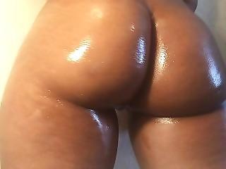 Twerking My Fat Latina Ass