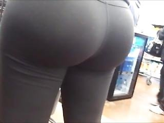 Big Milf Bubble Butt In Tight Yoga Pants Candid