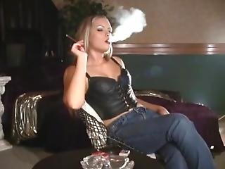 bionda, fumo