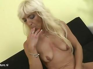 Evanka Masturbate On Couch