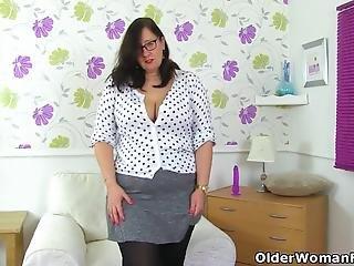 English Bbw Sarah Jane Stuffs Her Fanny With Dildo