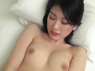 Koreansk pige giver blowjob