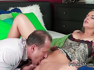 Mom With Spreaded Legs Gets Licking