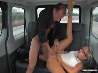 Fuckedintraffic Vinna Reed Riding Hard Cock On The Backseat Of A Car