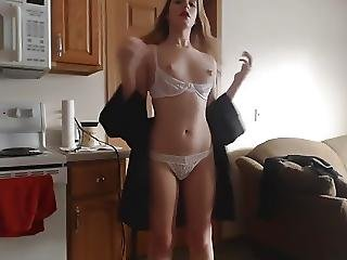 Nude Amateur Teen Masturbating