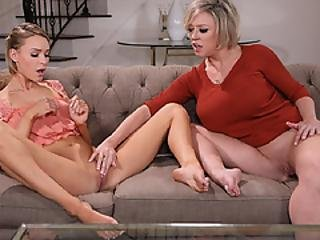 Emma Trapped Her Hot Stepmom Dee With Her Book On Masturbation