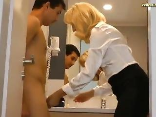Stiefmami Kontrolliert Ob Sein Schwanz Richtig Funktioniert