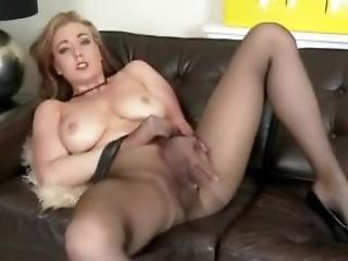 Sapphire Makes Pantyhose Sexy
