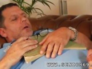 Gloryhole blowjob Phillipe is sleeping on
