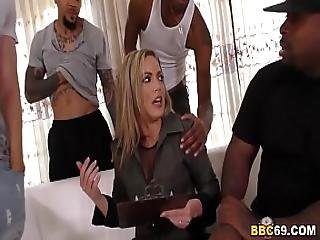 I Am Not That Kind Of Mom I M Married - Carmen Valentina