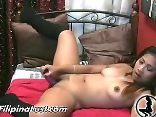 Filipina Babe Masturbates On Webcam