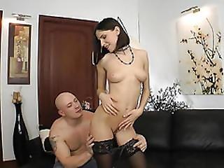 Sexy Slut Like To Suck Big Dick