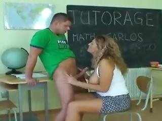 La Professoressa Tettona Si Fa Scopare A Scuola