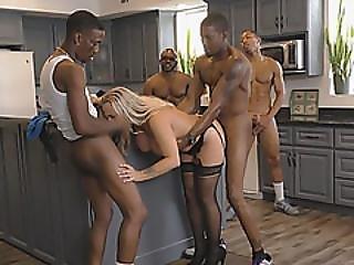 черный, блондинка, минет, грудастая, поддельные сиськи, эротическое стимулирование, чертов, групповуха, мастурбирует, роговой, межрасовый, зрелый, мамаша, порнозвезда, шлюха, дразнение