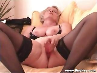 Bbw Amateur Wife Films Her Own Homemade Porn Sextape