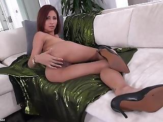 Jade Booty Play