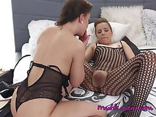 Lesbian Bombshells Love Wet Pussy Of Each Other
