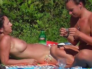 Naked Teen Girls At The Swimming Pool