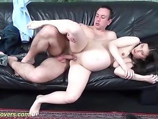 Extreme Pregnant Teen Gets A Strong Dick