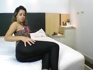 Lola Melo Farting In Leggings