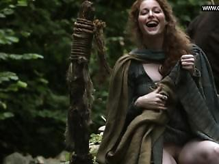 Esmé Bianco - Flashing Her Pussy In Public - Game Of Thrones S01e06