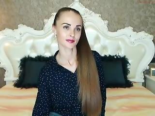 brunetka, fetysz, długie włosy