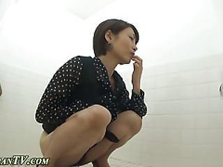 asiatica, cull, compilation, fetish, tacchi, giapponese, perversa, piscio, pisciata, in pubblico, troia, calza, spia, bagno, voyeur