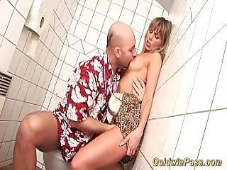 Babe Enjoys Extreme Porn Lesson
