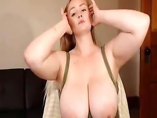 Horny Phat Girl Masturbating