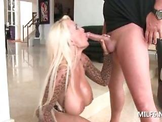 Hot Mom Into Sex Giving Tiptop And Blowjob For A Pussy