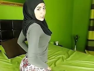 Zeira Hijabi Twerking