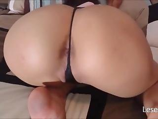 Hot Teen In Tight Tiny Thong Twerks & Shakes Her Big Bubble Butt On Cam !