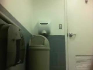 Toilette Cam - Watch Part 2 at Livesquirt eu