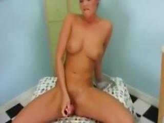 European Brunette Good Pussy Rub
