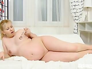 Pregnant Jenny 02 From Mypreggo.com