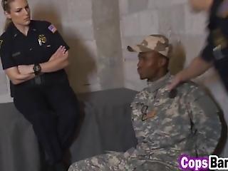 schwarz, vollbusig, ficken, riesiger schwanz, interrassisch, büro, polizei, sex, dreier, uniform