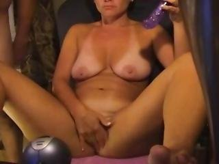 Soccer Mom Rubbing Her Wet Pussy On Nuttycam.com