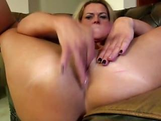 Mature Mom From Amateurwivesxxx.com With Perfect Body And Hungry Holes