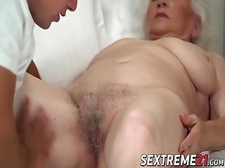 knallen, gross titte, blasen, titte, ladung, extrem, grossmutter, omi, Reife, kurze haare, necken, thai, jung
