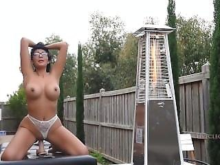 Cleo Patra Aka Livecleo Riding & Squirting In Her Backyard Hd Massage Table
