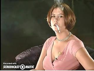 Brunety, Kouření, Mladé
