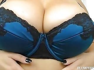 Euro Plus Sized Beauty Anastasia Lux Makes Plumperpass Debut